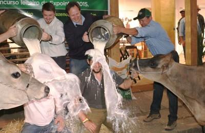 foto-concurso-leiteiro-banho-web